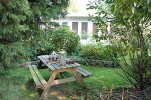 This garden-park lot-owner liked the idea of a picnic nook.