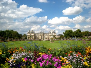September should be a pleasant month to visit Paris's Luxembourg Gardens.