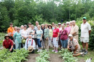 Here's our New England-trip group with Roger Swain in his vegetable garden.