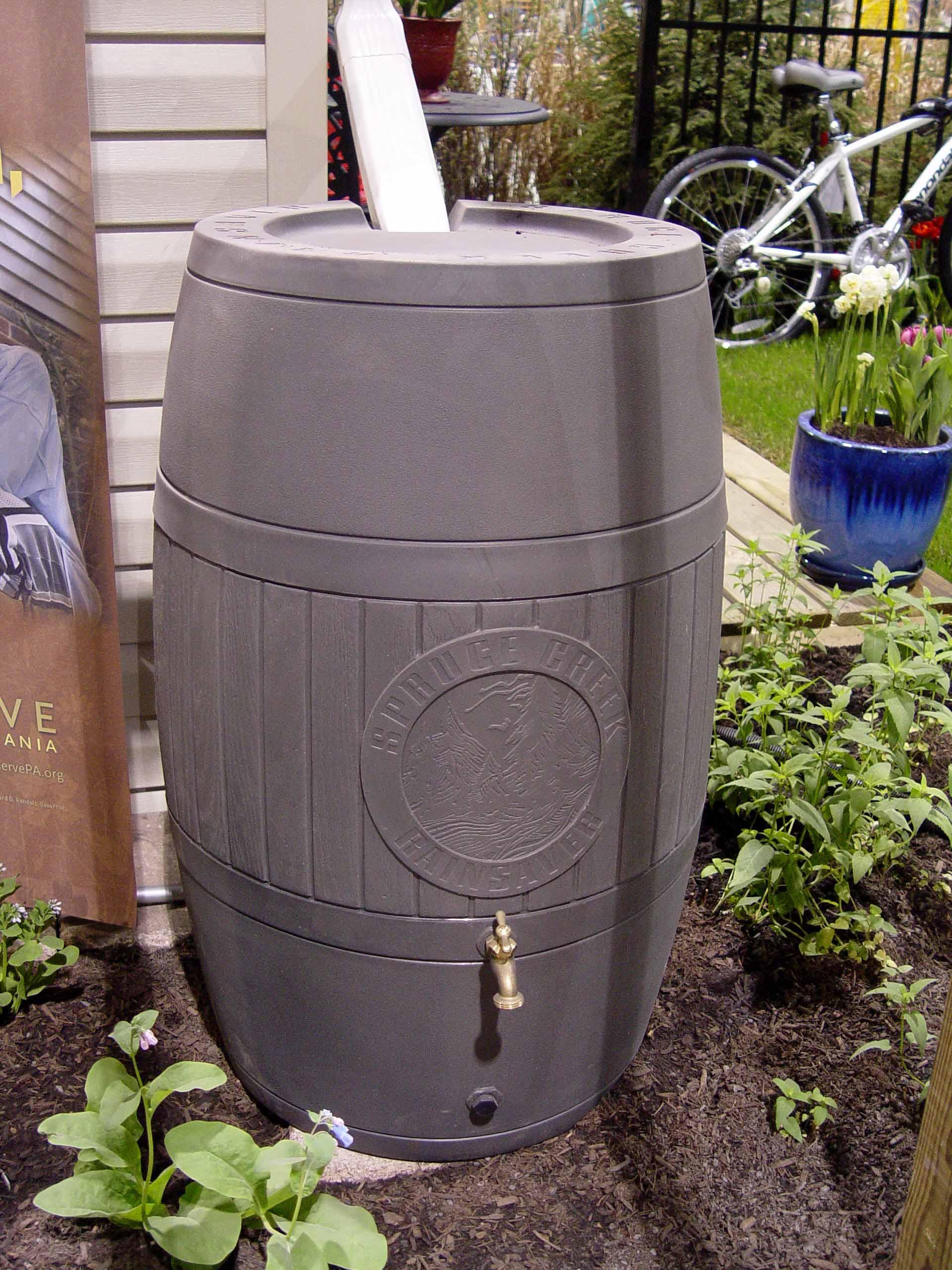 Charmant A Spruce Creek Rain Barrel ...