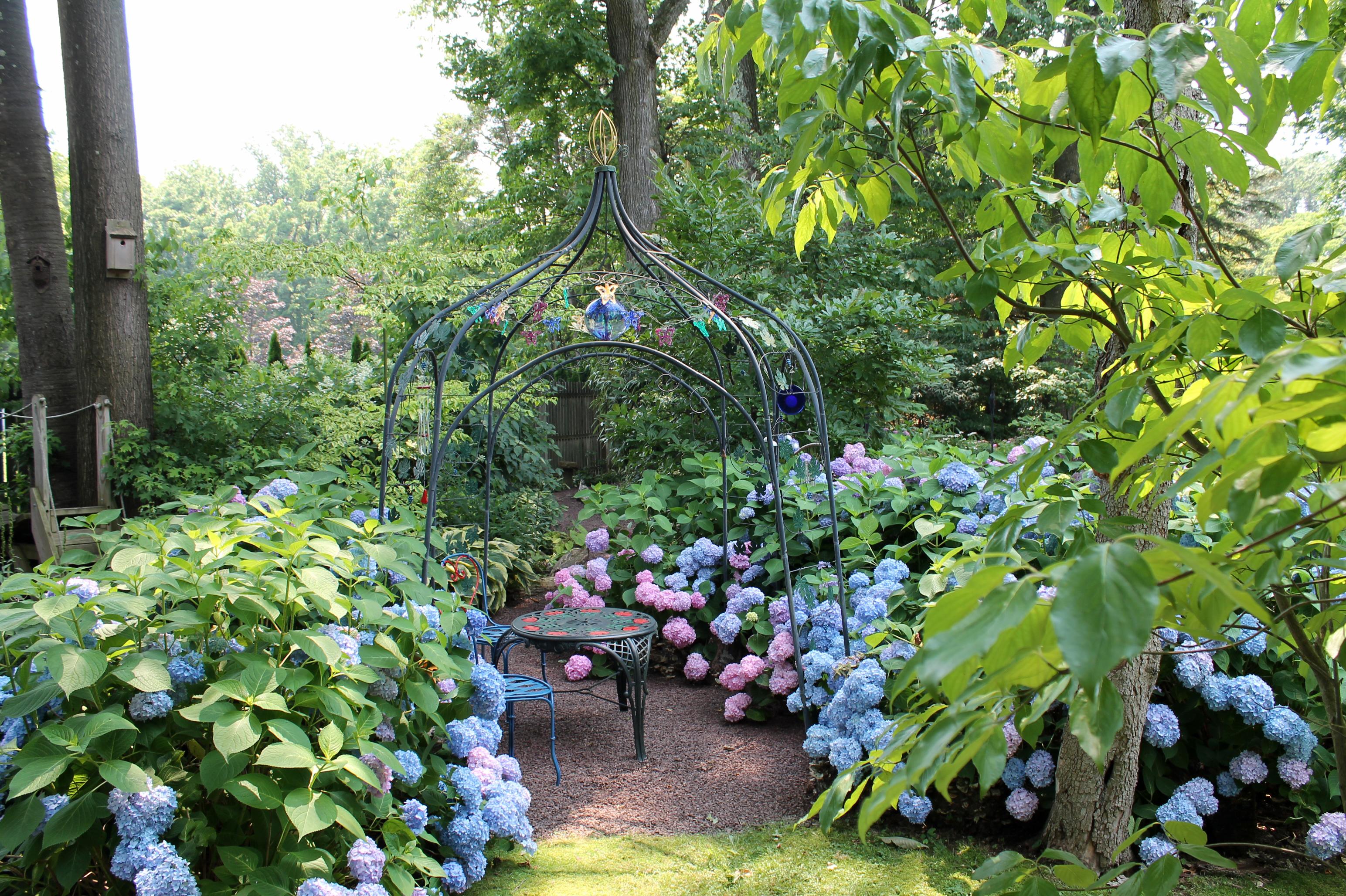 Two great gardens garden housecalls for Great garden designers