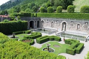 Villa Cicogna Mozzoni features a fine example of a classic Italian Renaissance garden.